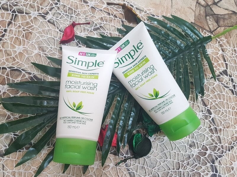Sữa rửa mặt Simple Sensitive Kind To Skin Moisturising Facial Wash